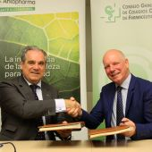 El CGCOF y Arkopharma, juntos para defender el papel del farmacéutico en plantas medicinales