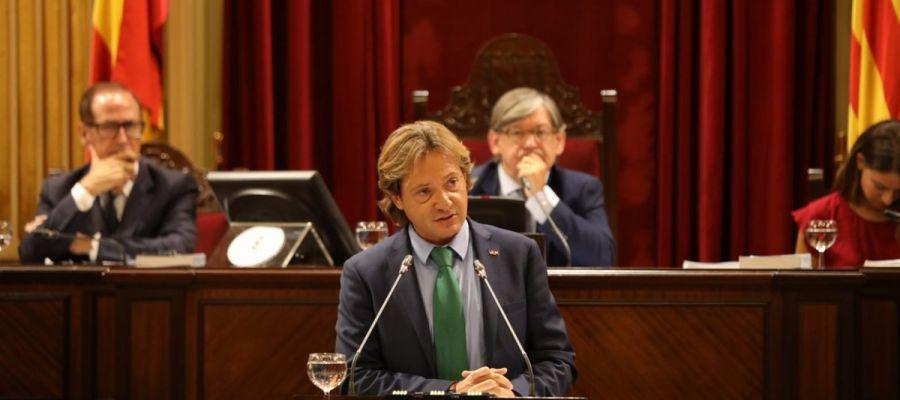 Jorge Campos, diputado de VOX, en el debate de investidura en el Parlament balear.