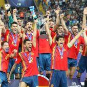 España levanta la Copa de Campeón del Europeo Sub-21