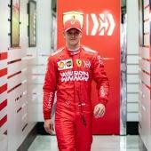 Mick Schumacher, de rojo Ferrari