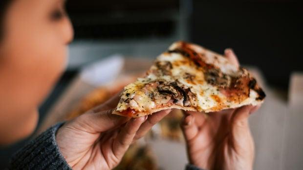2100: Una Odisea en la Tierra 01x02 ¿Nos comemos al abuelo o nos imprimimos una pizza?