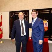 Alfonso Fernández Mañueco y Francisco Igea firman el acuerdo entre PP y Ciudadanos