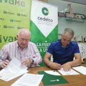 Joaquín Pérez, presidente de Cedelco y Francisco Agulló, presidente de VAME, durante la firma del acuerdo