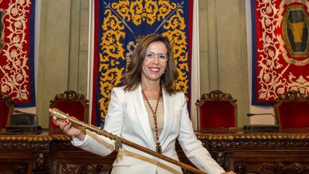 Critican a la alcaldesa de Cartagena por salir de fiesta durante la crisis de la gota fría