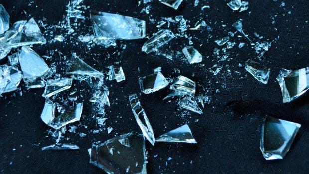 Así suena el gusano que es capaz de romper cristales con sus gritos