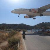 Aterrizaje en Skiathos  Airport