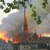 El heroísmo de los bomberos evitó el derrumbe de la catedral de Notre Dame, según una investigación