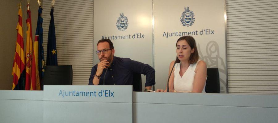 Héctor Díez y Esther Díez en la sala de prensa del Ayuntamiento de Elche