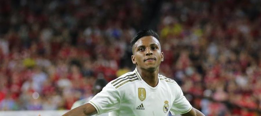 Rodrygo celebra su primer gol con la camiseta del Real Madrid.