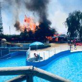 El incendio ha obligado desalojar Playa Park
