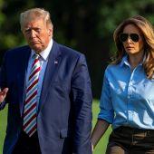 Donald y Melania Trump en los jardines de la Casa Blanca