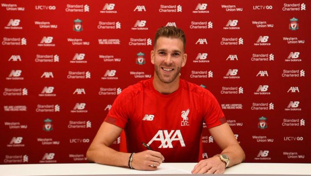 Adrián San Miguel firma su nuevo contrato con el Liverpool