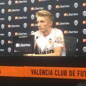 Daniel Wass en rueda de prensa
