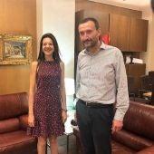La consellera Carolina Pascual con el alcalde de Elche, Carlos González.