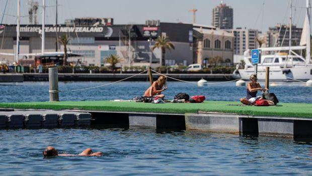La piscina urbana es una de las novedades de La Marina esta verano.