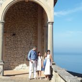 Los Reyes y sus hijas visitan la Casa Museo de Son Marroig en Deià (Mallorca)