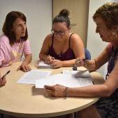 La concejala de Igualdad e Inclusión Social de Petrer, Ana Tortosa, en la reunión mantenida la mañana del jueves.