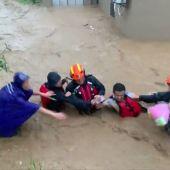 13 muertos, 16 desaparecidos y 70.000 evacuados por el tifón Lekima