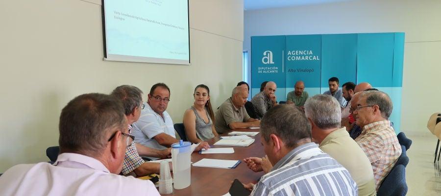 Reunión en Villena de Mireia Mollà con la Junta Central de Usuarios del Vinalopó, L'Alacantí y el Consorcio de Aguas de la Marina Baja.