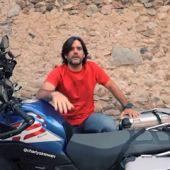 Charly Sinewan sigue su ruta en moto por los Pirineos