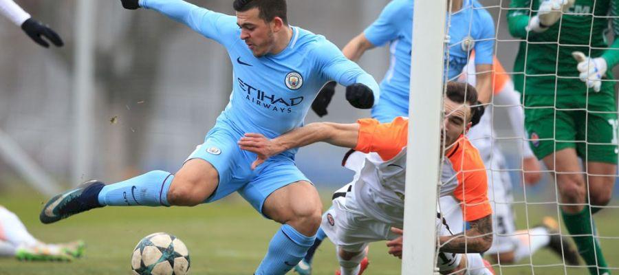 Lorenzo González, con el Manchester City, en un partido de la Youth League ante el Shakhtar Donetsk.