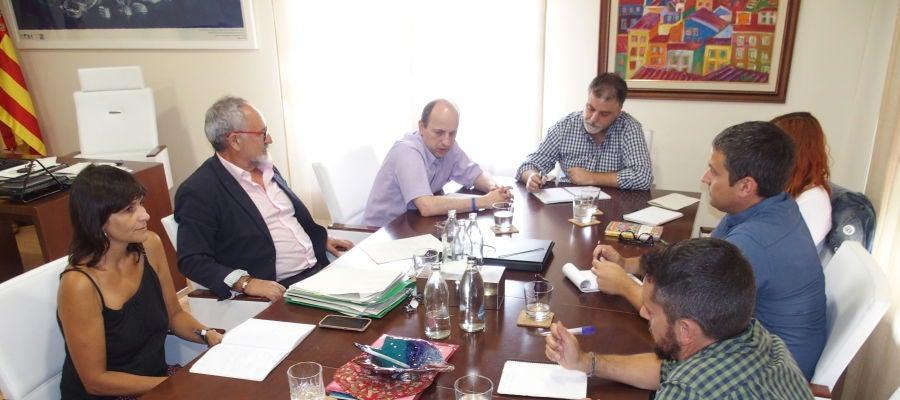 Joan Piquer en la reunión en Villena con el alcalde de la localidad y con el director general de Vaersa.