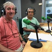 Lino Salas y José Antonio Sureda, voluntarios del Teléfono de la Esperanza, en los estudios de Onda Cero Mallorca.