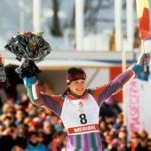Blanca Fernández Ochoa, tras conseguir la medalla de bronce en la prueba de eslalon gigante en los Juegos Olímpicos de Invierno de Albertville (Francia).