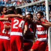 Los jugadores del Granada celebran el gol de Germán Sánchez ante el Celta de Vigo