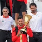 laSexta Deportes (16-09-19) La selección de baloncesto ofrece el trofeo de campeones del mundo a la afición