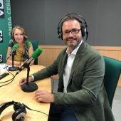 El alcalde de Palma, José Hila, en los estudios de Onda Cero Mallorca.