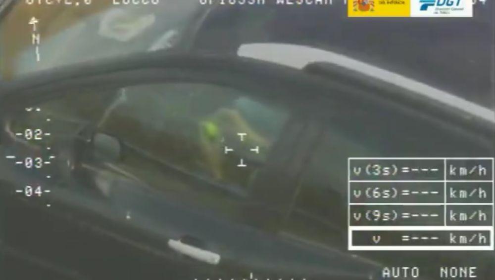 La DGT caza a un conductor haciendo el cubo de rubik