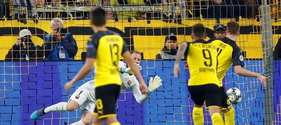 Ter Stegen detiene el penalti de Reus en el Signal Iduna Park