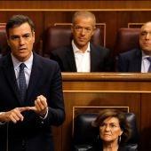 Pedro Sánchez responde a Pablo Casado durante la segunda y última sesión de control de esta legislatura