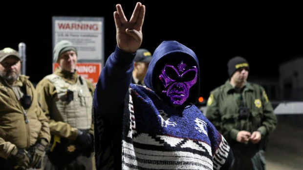 El asalto al Área 51 fracasa y acaba con cinco detenidos, uno de ellos por orinar en la calle