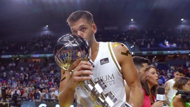 """Felipe Reyes, tras ganar la Supercopa: """"Es bueno empezar ganando en casa y ante el eterno rival"""""""