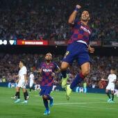 Luis Suárez celebra su gol ante el Sevilla