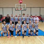 La plantilla del Interkozha Elche Basket Club, antes de su estreno en la pista del Club Atlético Montemar.