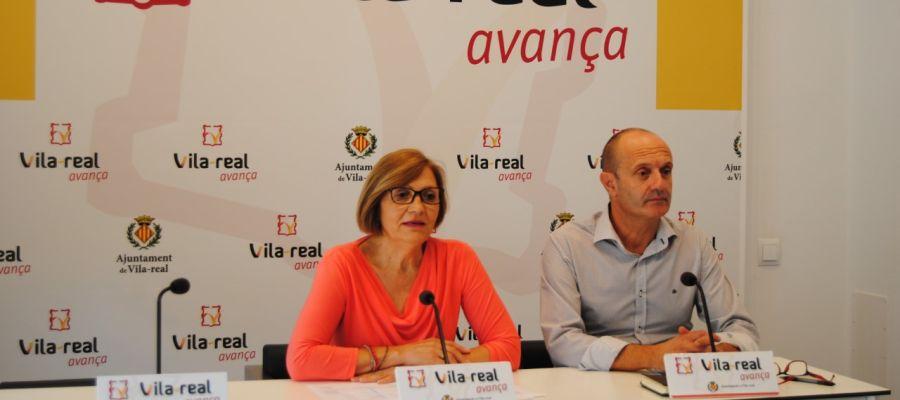 La regidora de Cultura Rosario Royo y el programador cultural, Tomás Ibañez en la presentació de la nova temporada a l´Auditori.