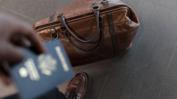 Una joven se pone tres kilos de ropa para no pagar el exceso de equipaje en el avión