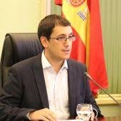 El Conseller de Turismo, Iago Negueruela, durante su comparecencia en la comisión para informar de las medidas para paliar la quiebra de Thomas Cook.