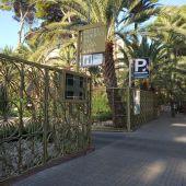 Acceso principal al Hotel Huerto del Cura de Elche.