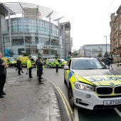 La Policía investiga el apuñalamiento de varias personas en un centro comercial de Manchester