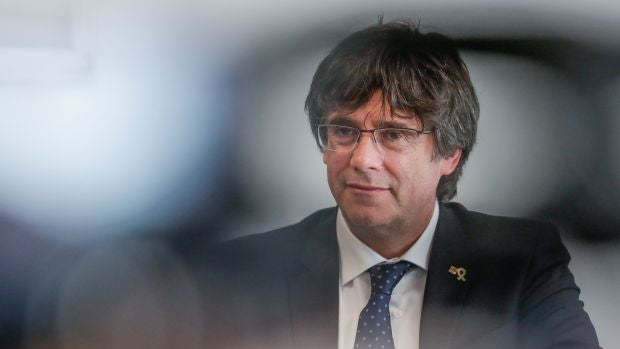 Puigdemont pide la restitución de sus derechos como diputado en el Parlament