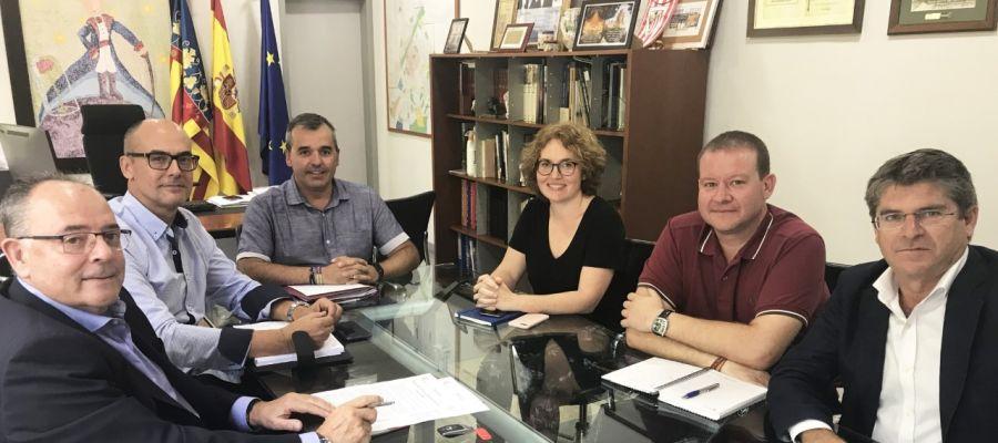 Reunión entre representantes del Ayuntamiento de Aspe y del Hospital del Vinalopó.