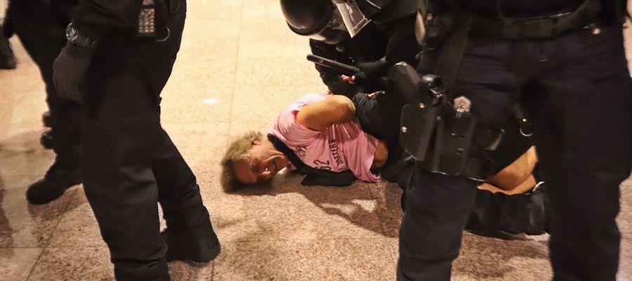 Un detenido en las protestas del aeropuerto de El Prat