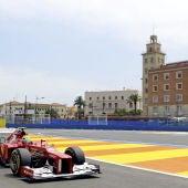 Un piloto rueda por la pista del circuito urbano de Valencia en junio de 2012.