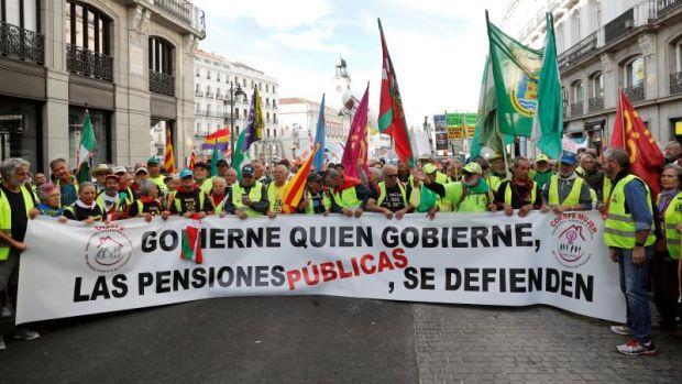 """Los pensionistas protestan frente al Congreso: """"¡Ladrones, paguen las pensiones!"""""""