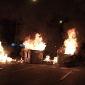 Contenedores ardiendo en Barcelona durante la tercera jornada de protestas