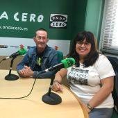 Luis y Pepi, padres del nadador Luis Paredes Marco, en su visita a Onda Cero Elche.